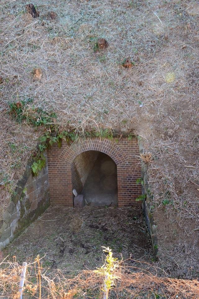 138右翼観測所地下入口.jpg
